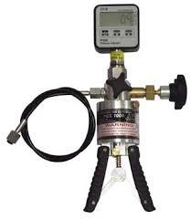 hand-pump-with-gauge